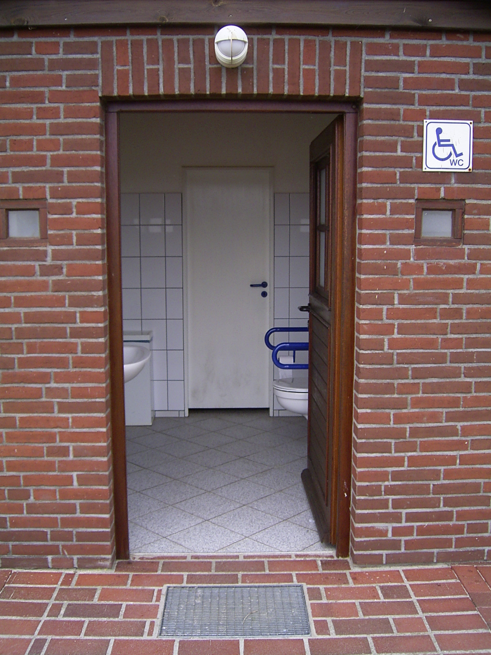 Open door to an accessible toilett